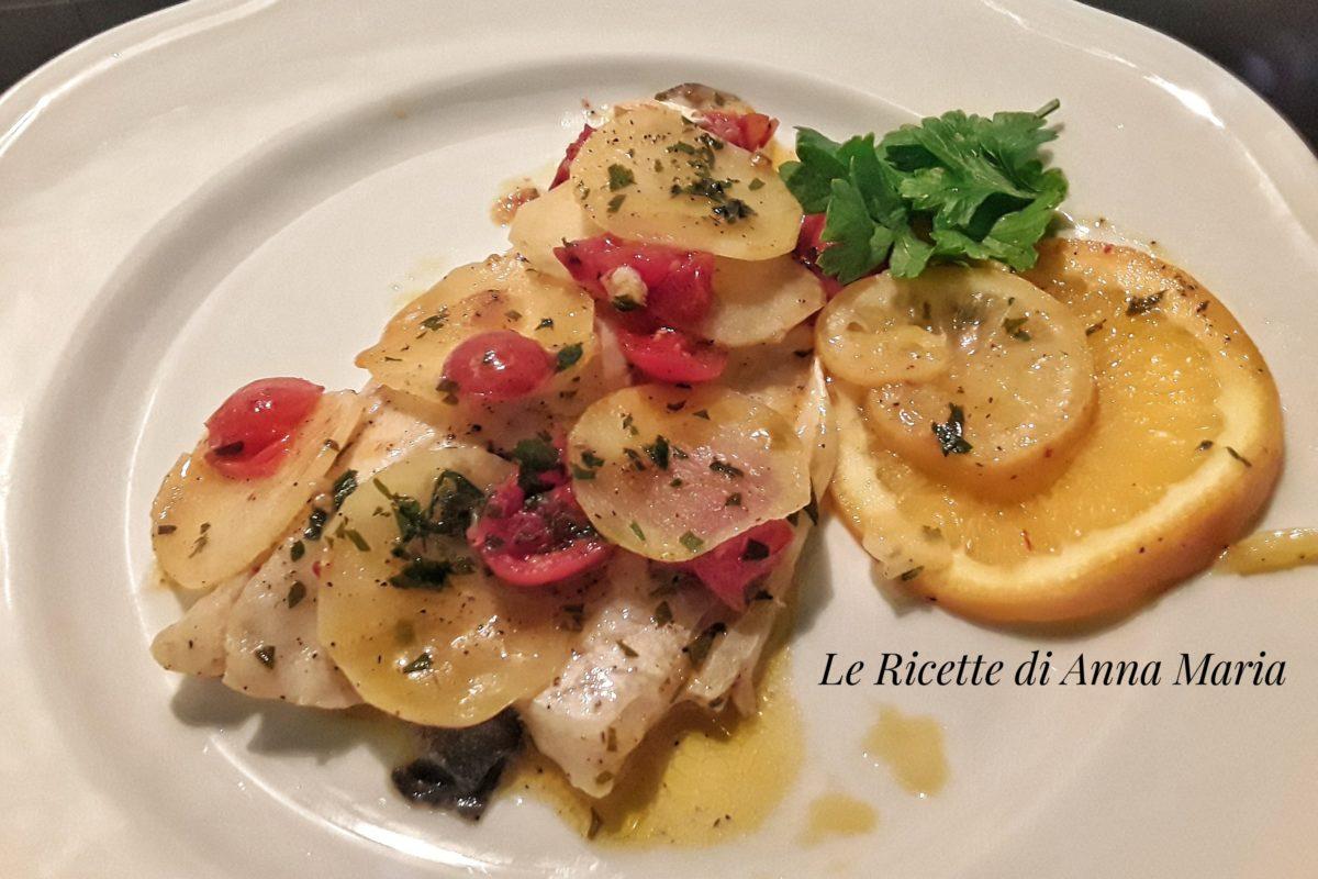 Filetti Di Branzino In Padella Con Patate E Curcuma Le Ricette Di Anna Maria